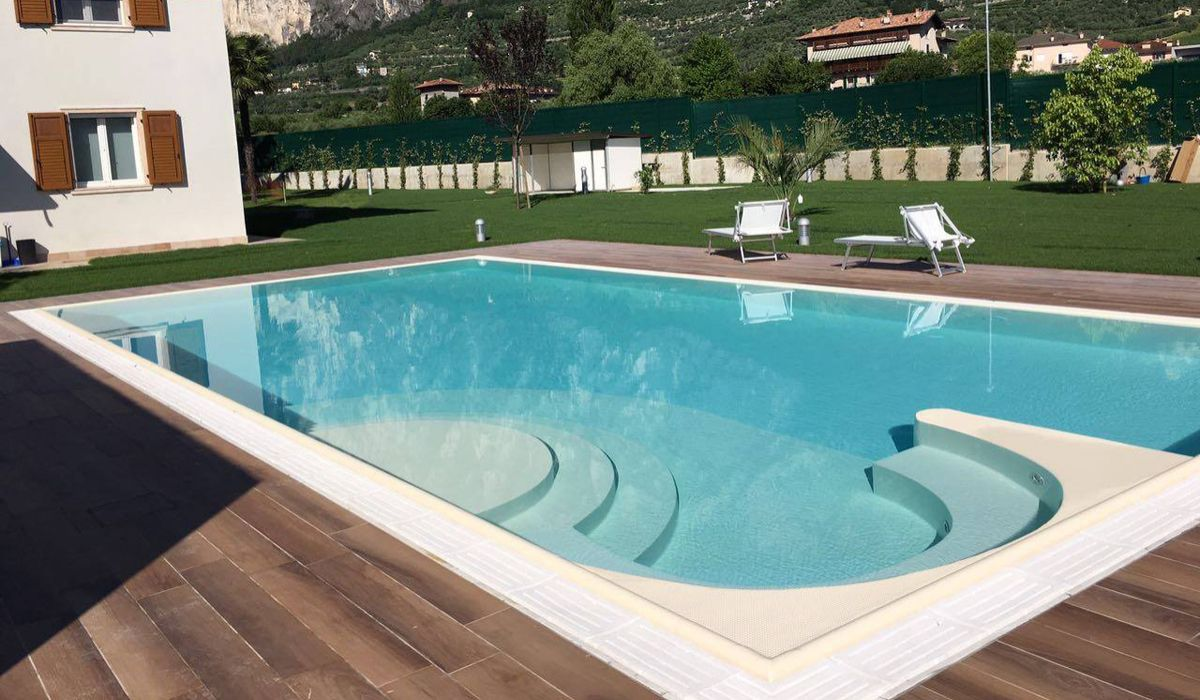 piscina-Arco-84948891ca34987b8bb389f798cd3b56.jpg