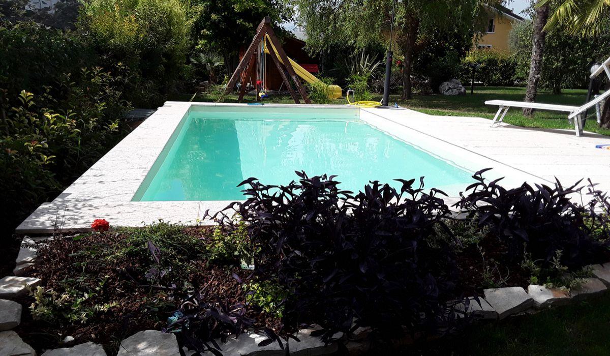 piscina-pescantina-98634877f5ef8fb698499ba081efabde.jpg